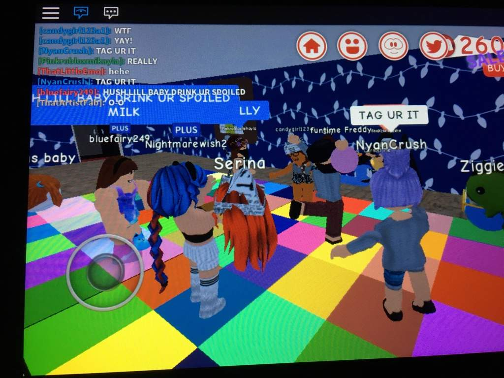 Look How Many People In Roblox Showed Up To Melanie Martinez Party