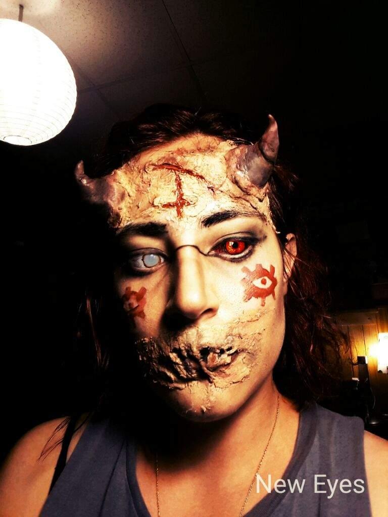 otro intento de make up no tengo muchos materiales uso algodon cascola escolar y sombras y algunas pinturas para maquillaje artistico que tengo pero es - Maquillaje Demonio