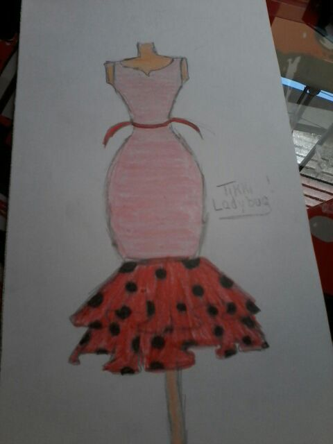Aquí Hay Un Dibujo De Un Vestido Para Ladybug Espero Les
