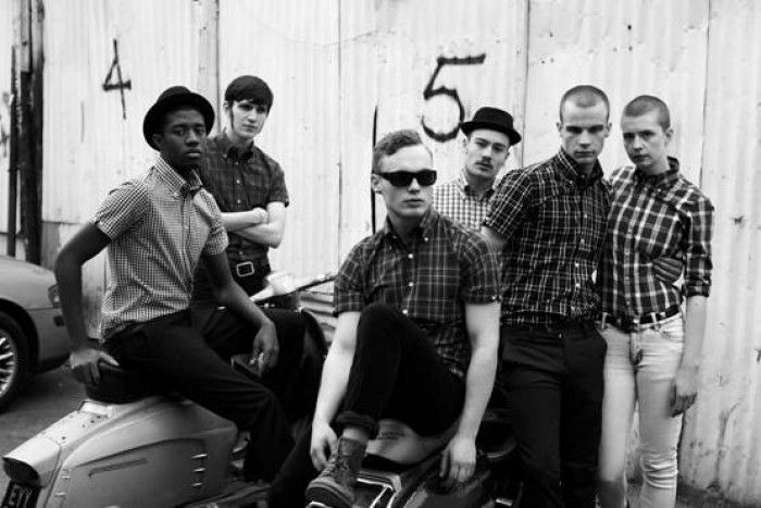 the history of mods skinheads The skinhead subculture – particularly its style – started in conjunction with the mod movement the working class mods also known as hard mods wore high doc martens, jeans, collared shirts, braces and shaved heads that were utilitarian for use as durable work-wear for factory jobs and labour but doubled as their own subcultural style.