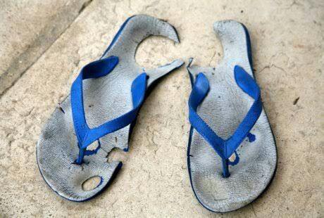 Hasil gambar untuk sandal jepit cinta