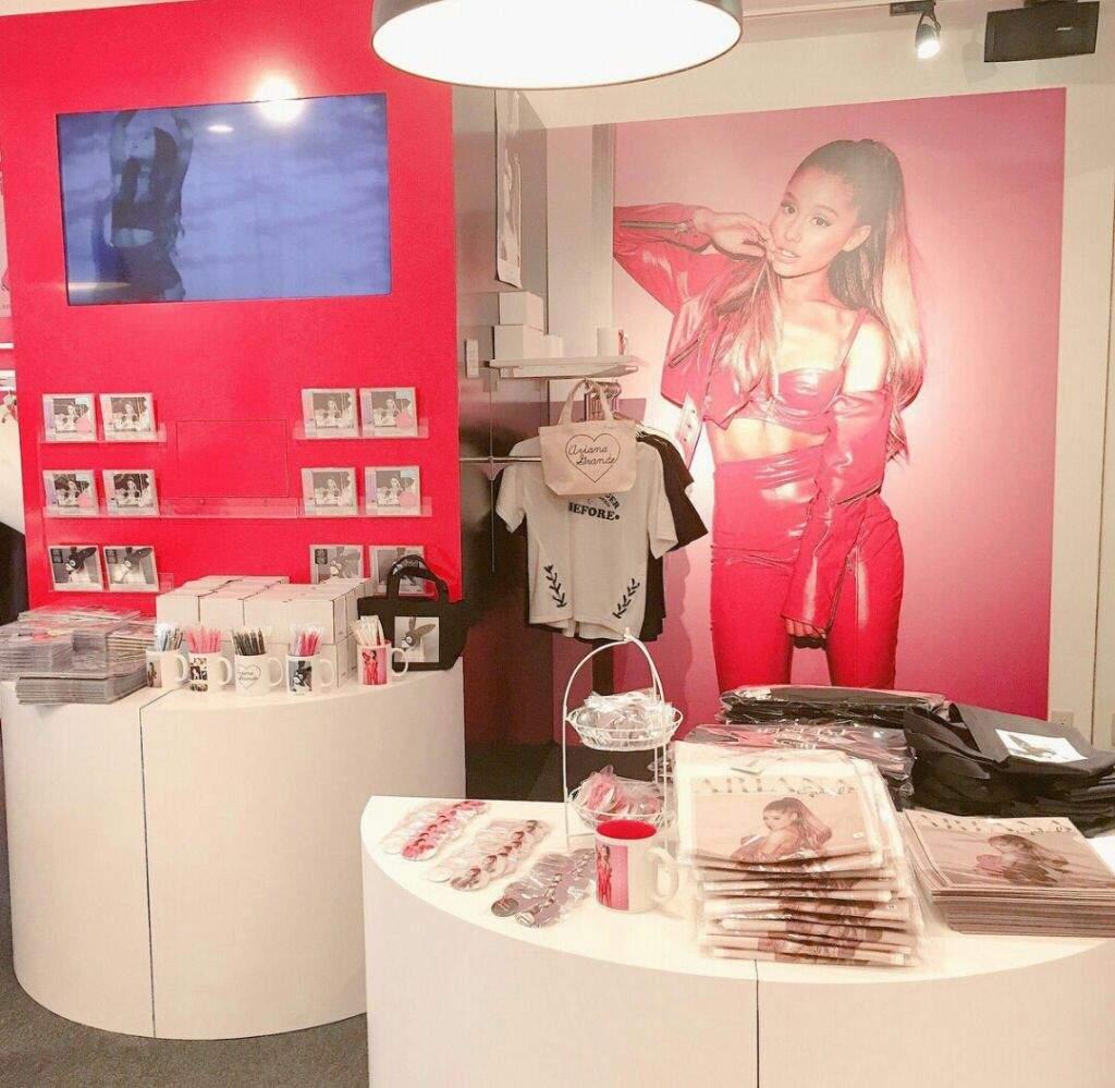 a1eb74d8 Ariana Store!💓 | Ariana Grande Amino