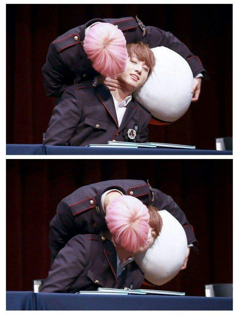 Jikook Kiss? An analysis of the fansign   ARMY's Amino