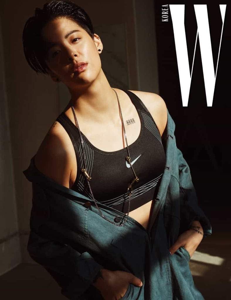 6d09074390e4e But the best part of this collaboration was definitely the photoshoot where  we see Amber rocking a sports bra!