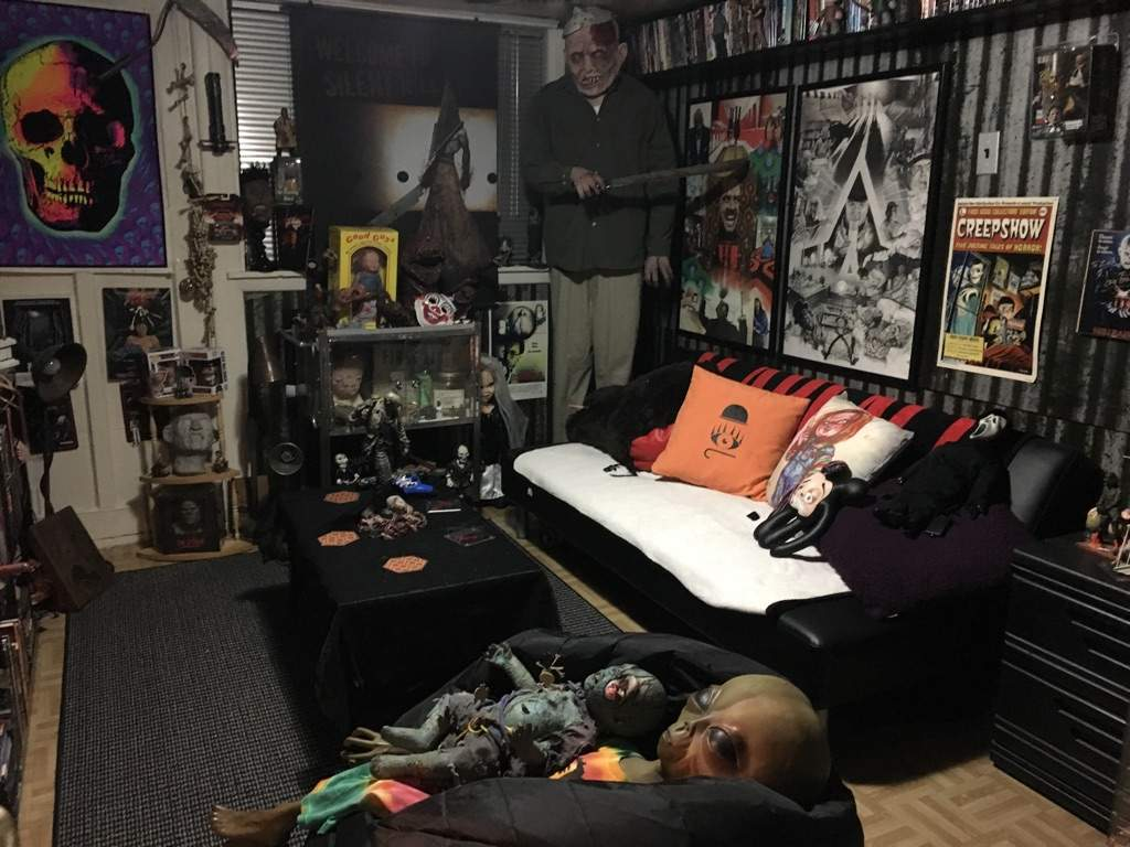 My horror cave horror collection horror amino for Horror house decor