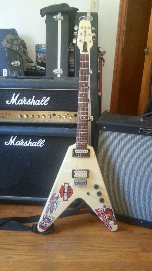 Late entry for #flyingvweek   '82 Hamer Vector   Guitar Amino