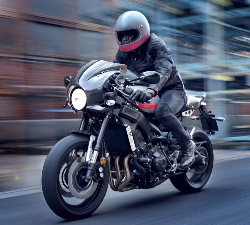 But The Abarths Ace Bars Are Same As Regular XSR900 Which Is In Yamahas Catalogue They Give Bike A Very Authentic Feel To Inverted