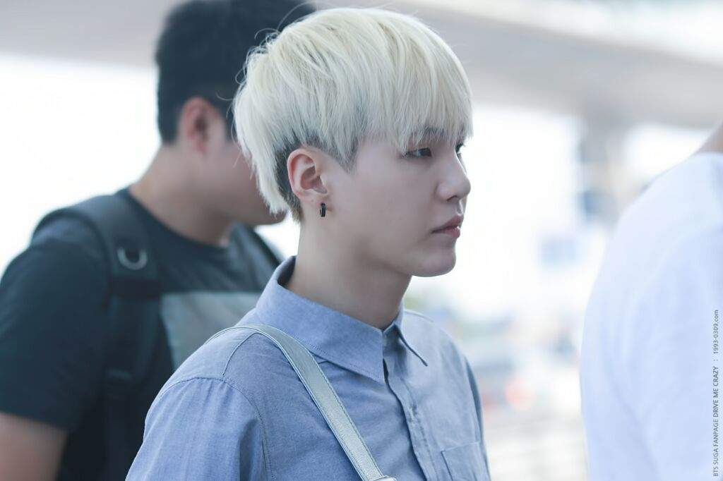 BigHit pls Yoongi looked amazing with that undercut hairstyle.