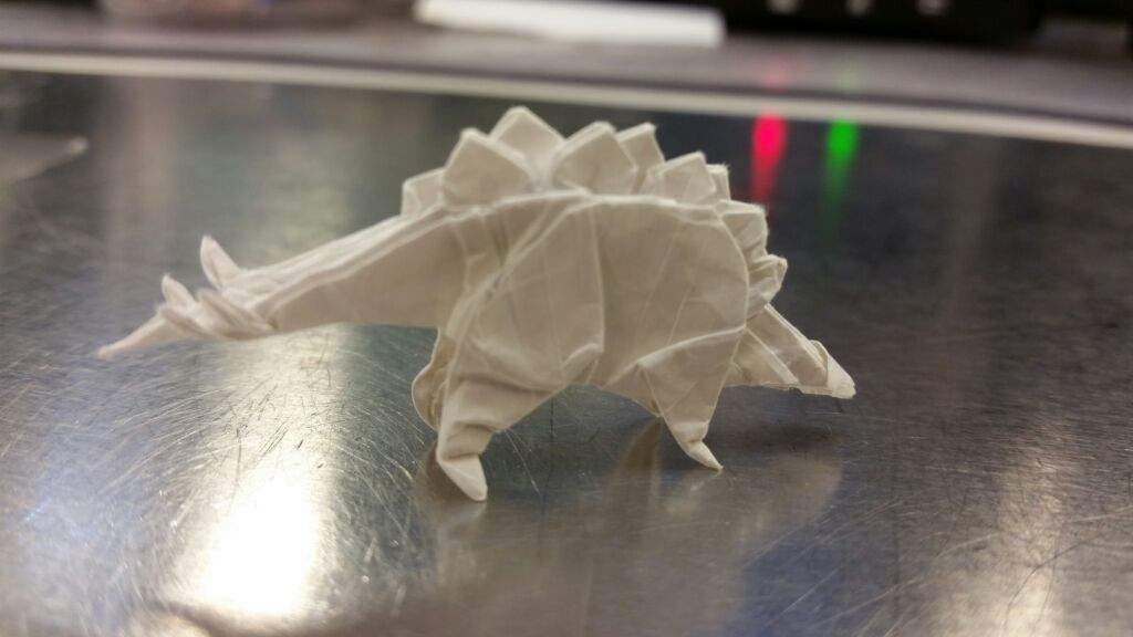 The stegosaurus has a single row of gradually shrinking pleats and there\u0027s a cool trick being used to get the plates to ... & Two more tiny dinosaurs | Origami And Paper Crafts Amino