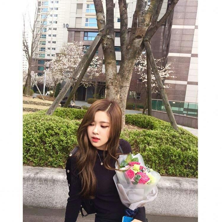 INSTA]Rose's update on Instagram | BLINK (블링크) Amino