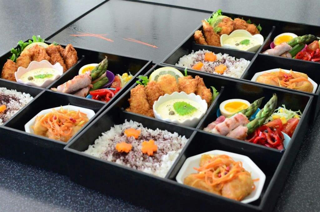 Sh?kad? bent? (?????)? traditional black lacquered japanese bento box & ?cooking: bento box?? | Japan Amino Aboutintivar.Com