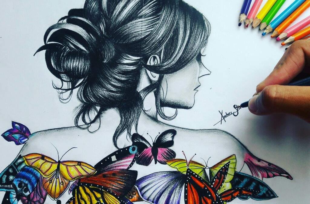 Procedimiento Del Dibujo De La Mujer Con Mariposas En La Espalda
