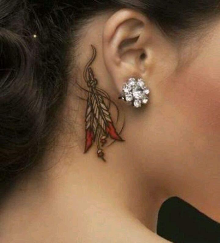 tatuajes para mujeres atras de la oreja