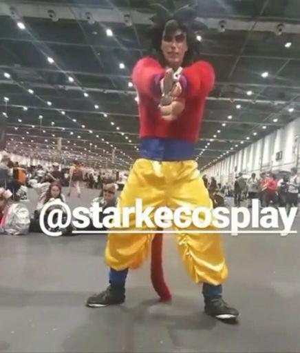 SSJ4 Goku awakens his Zanpaktu!!!  sc 1 st  Amino Apps & Super Saiyan 4 Goku | Cosplay Amino