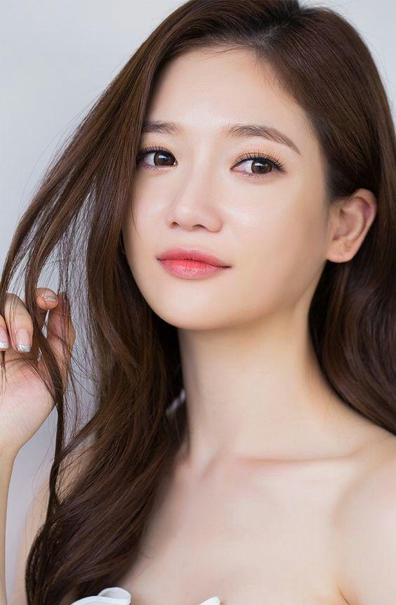 Straight Eyebrows   Korean Beauty Amino