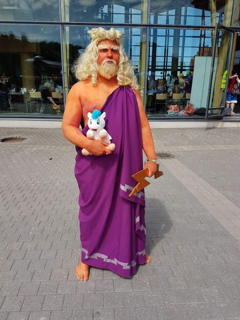 Zeus from Disney's Hercules | Cosplay Amino