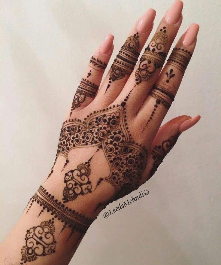نقش يد  ️عالم الموضة ️fashion ️ amino