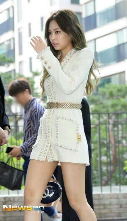jennie black single women Blackpink's jennie is the new face of sprite and her recent pictures  sprite is  known for choosing the hottest female idols as their models.