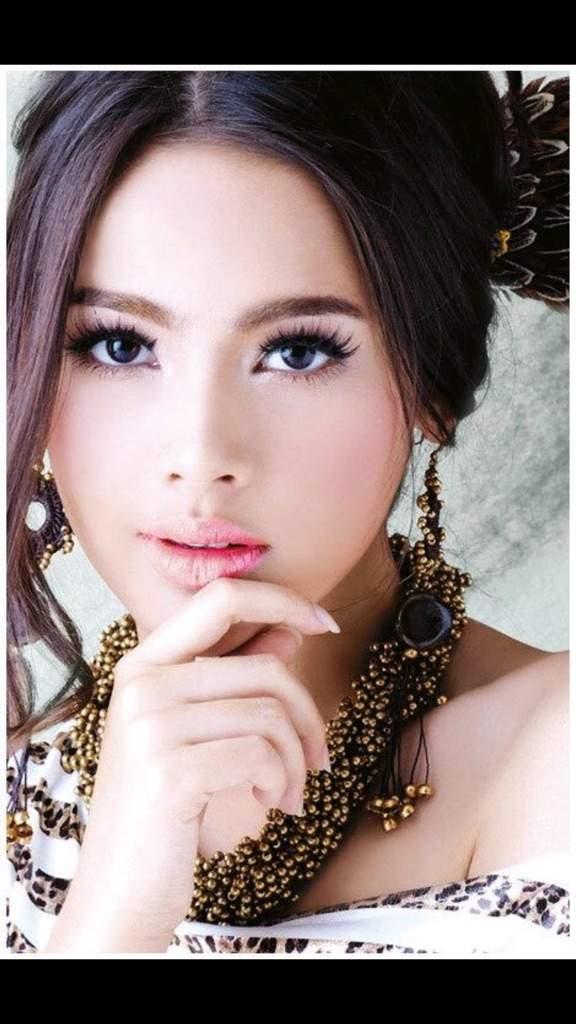 Yaya urassaya sperbund dating Haken-up-Befragung