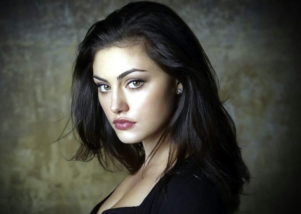 Does Phoebe Tonkin Not Look Like Camila Mendes Riverdale Amino