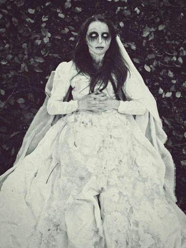 la dama del bosque | terror amino