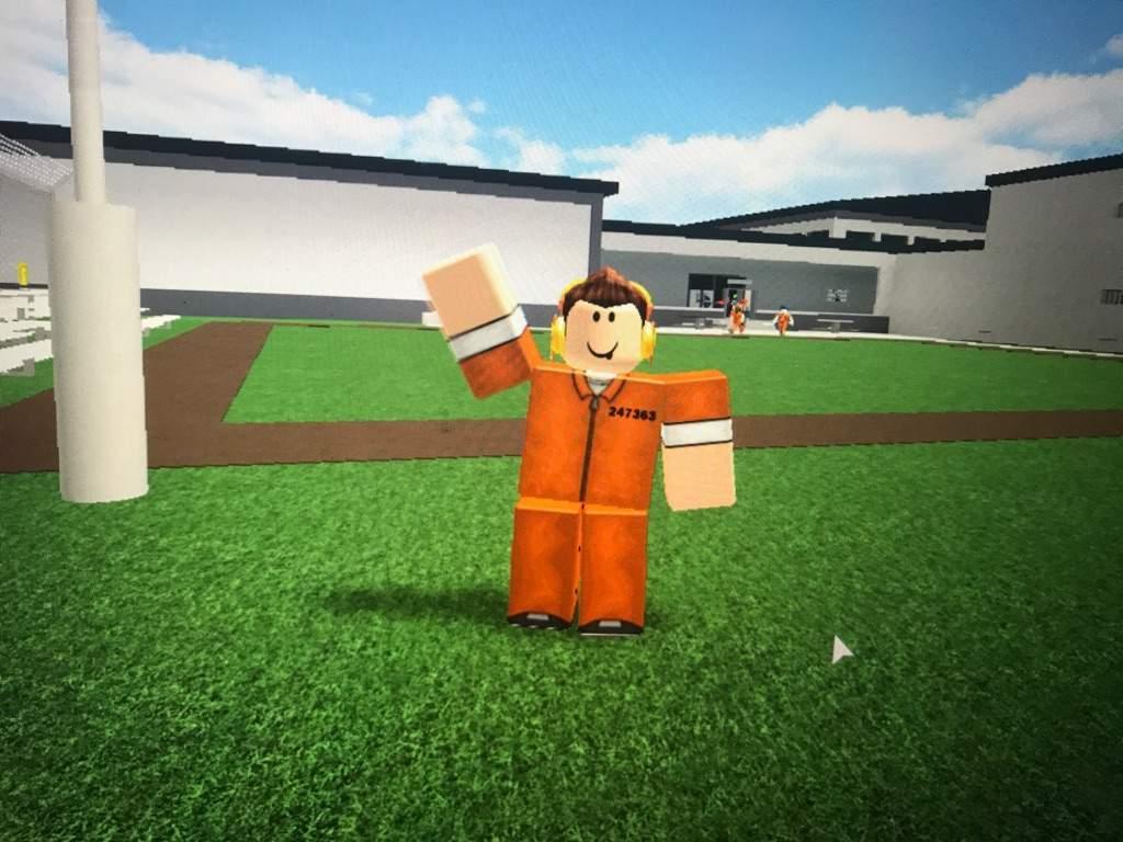 How To Escape In Prison Life V2 0 2 Roblox Amino