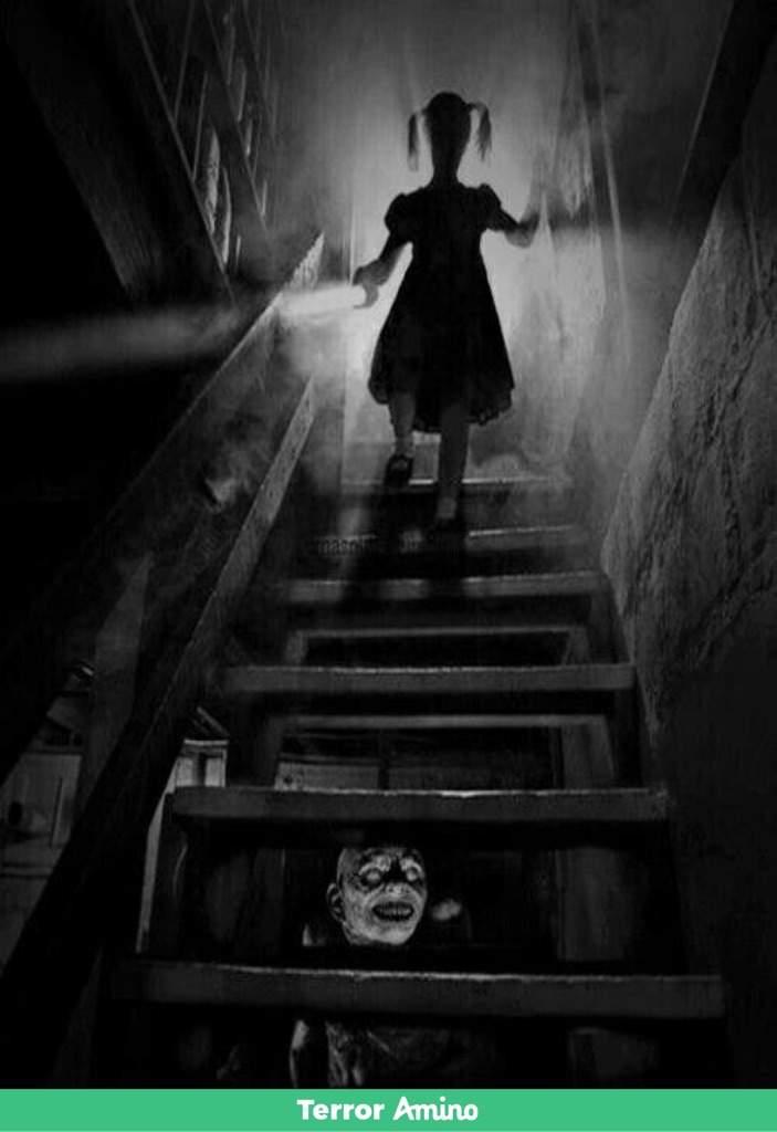 Lo que esconde el sotano terror amino - Escaleras para sotanos ...