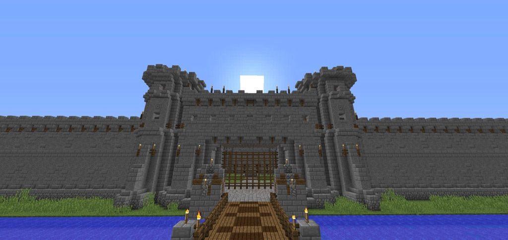 Medieval castle minecraft amino for Minecraft exterior wall design