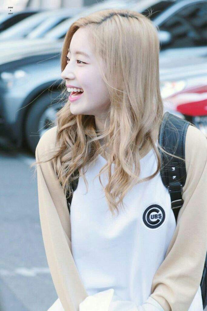 TWICEs Dahyun Looks Like A Flawless Vampire In New Hair Color - Koreaboo