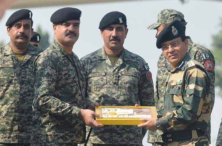 Pak-Indian soldiers exchange gifts on border | Military Amino Amino
