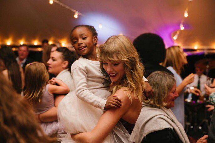 New Pic Of Taylor At Abigail S Wedding Swifties Amino
