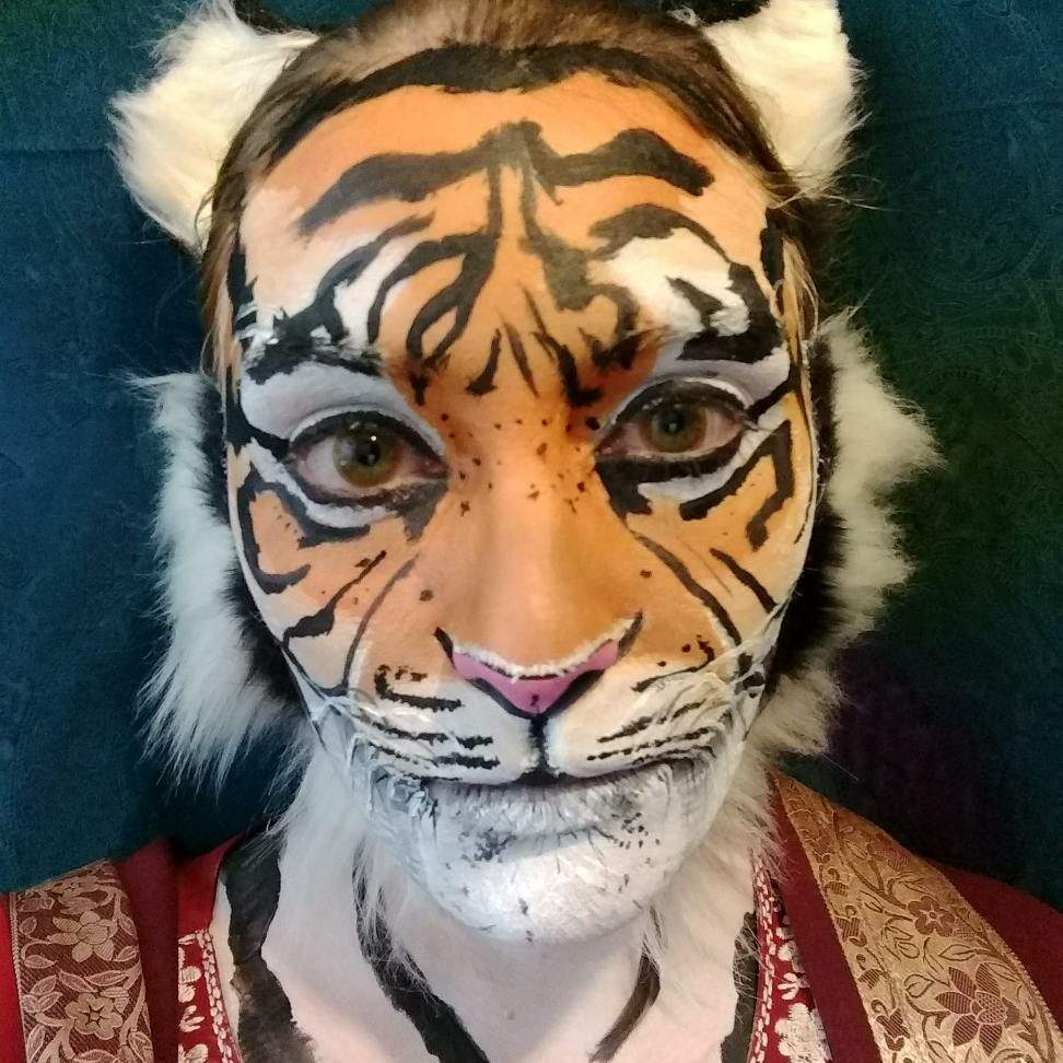 facepainting like a tiger boss urban legends cryptids amino. Black Bedroom Furniture Sets. Home Design Ideas