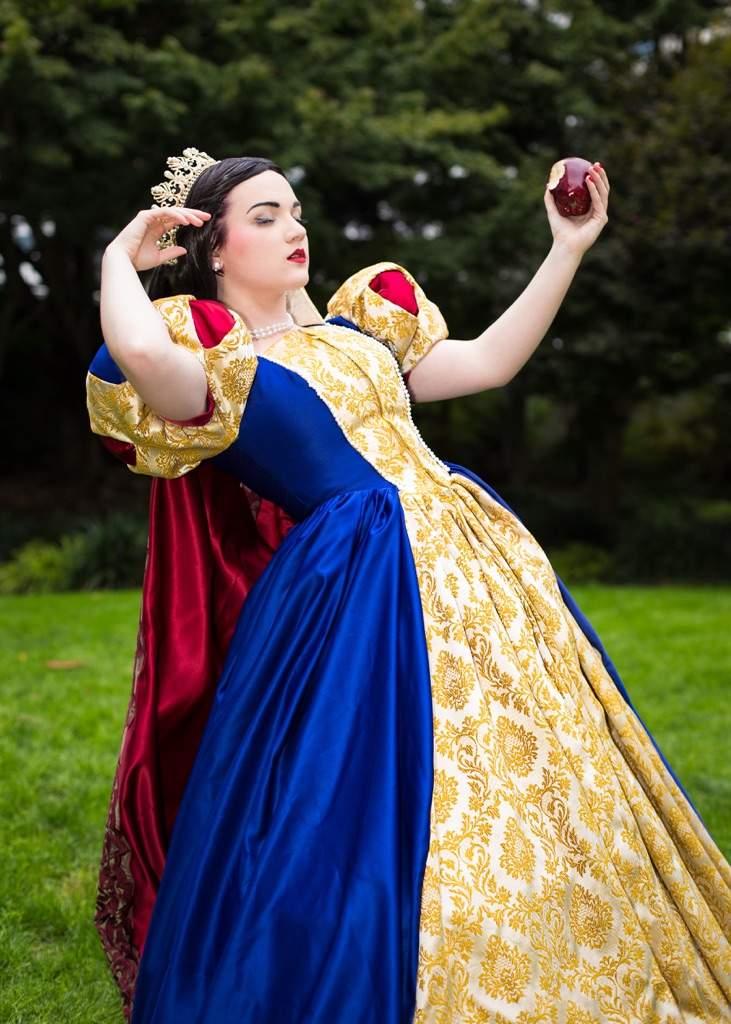 Snow White | Cosplay Amino