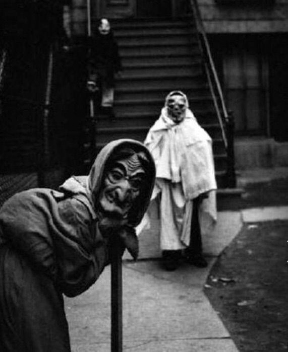 Creepy Halloween Costumes from the Early 1900s | Horror Amino
