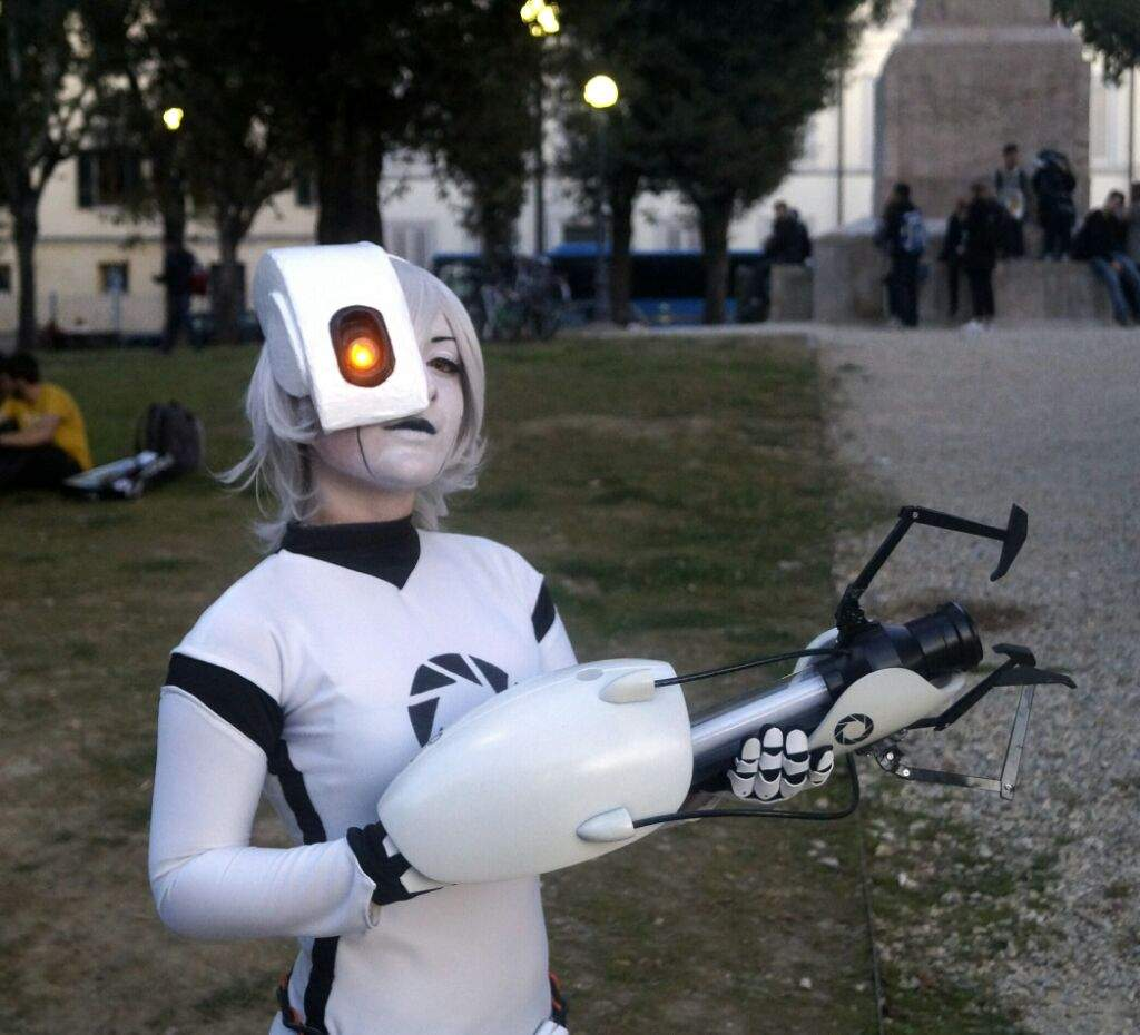 Glados And Chell From Portal 2 Cosplay Amino