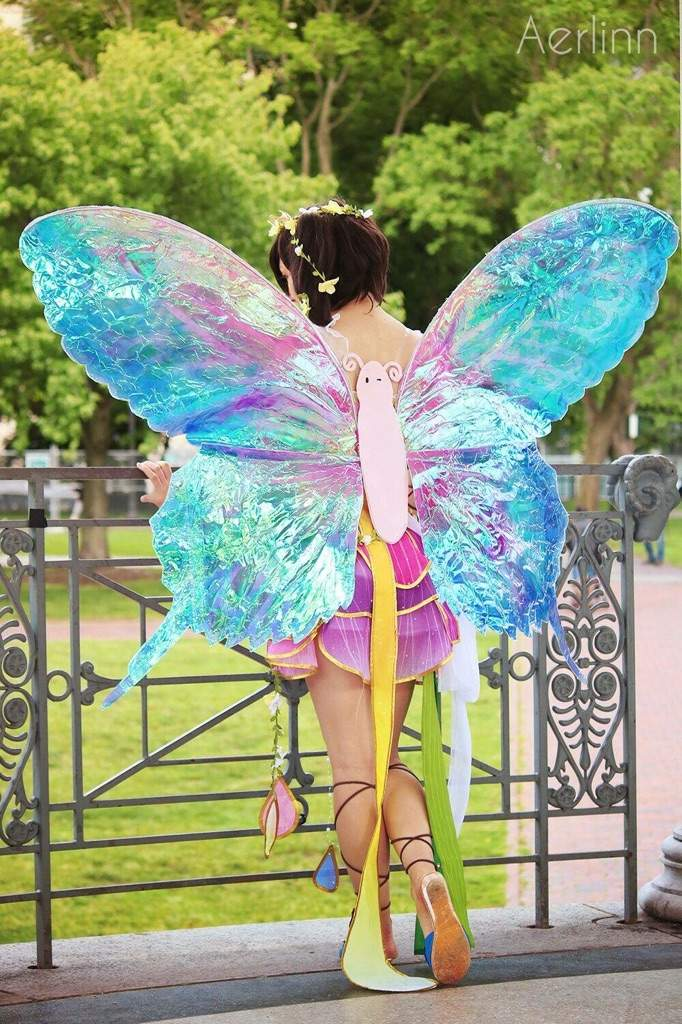 Tutorial: Gradient Wings and Invisible Harness | Cosplay Amino