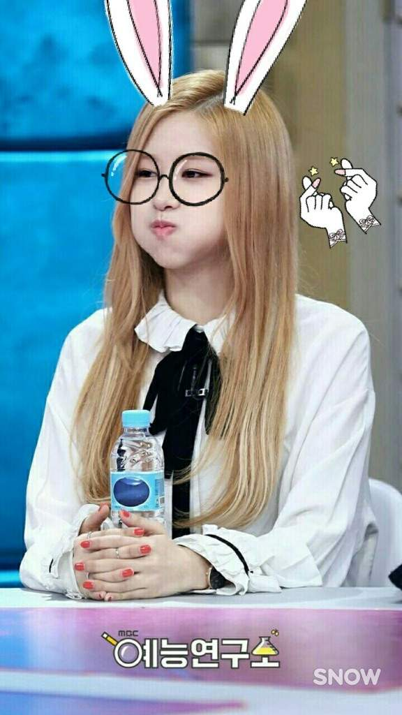 27f660758047c Round drawn glasses with a snow filter~ So. Adorableeeeeeee~~~ o • o