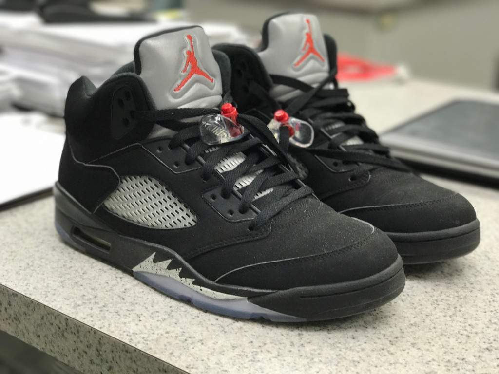 new arrival 61dd6 f0533 Day 5 #Vos25Daychallenge OG metallic 5's   Sneakerheads Amino