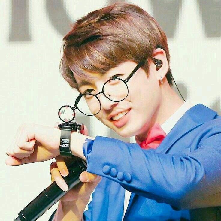Does Bts V Put Glasses