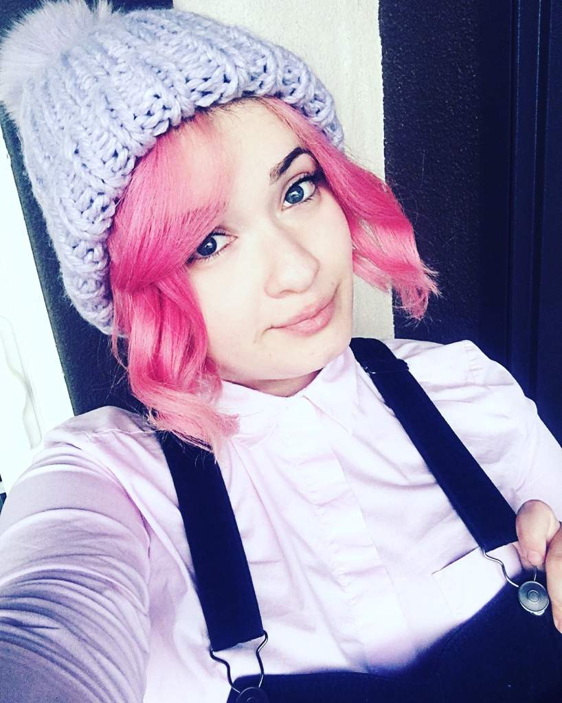 Pink hair pro tips kawaii amino amino do not bleach it yourself there are specific hair protecting products available to professionals that will help prevent the bleaching process from solutioingenieria Images