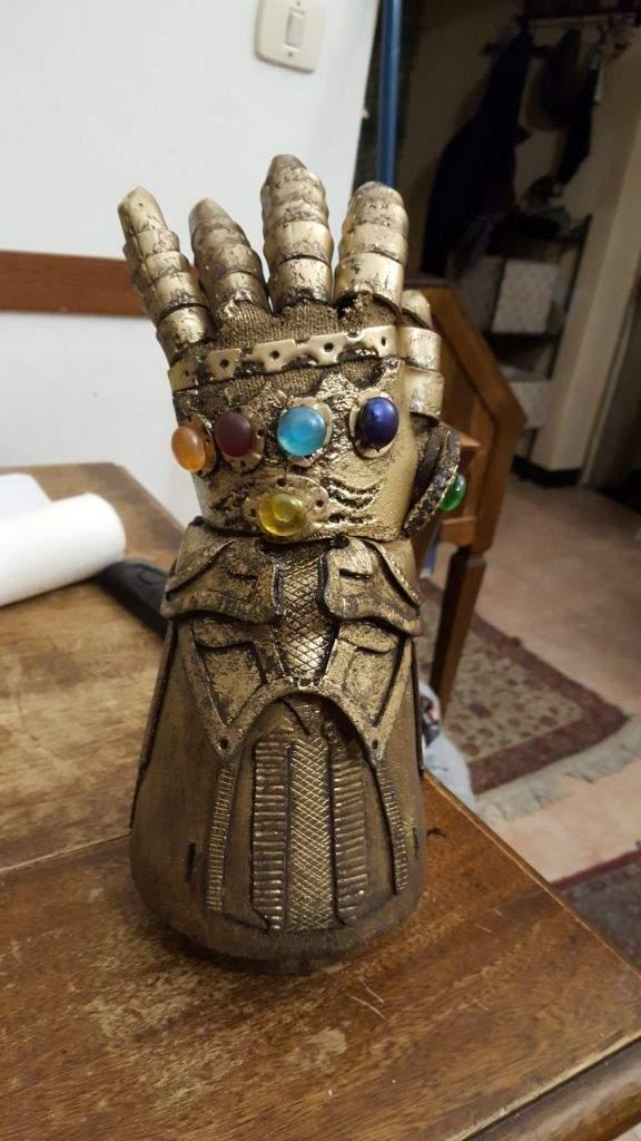 thanos infinity gauntlet avengers infinity war cosplay amino