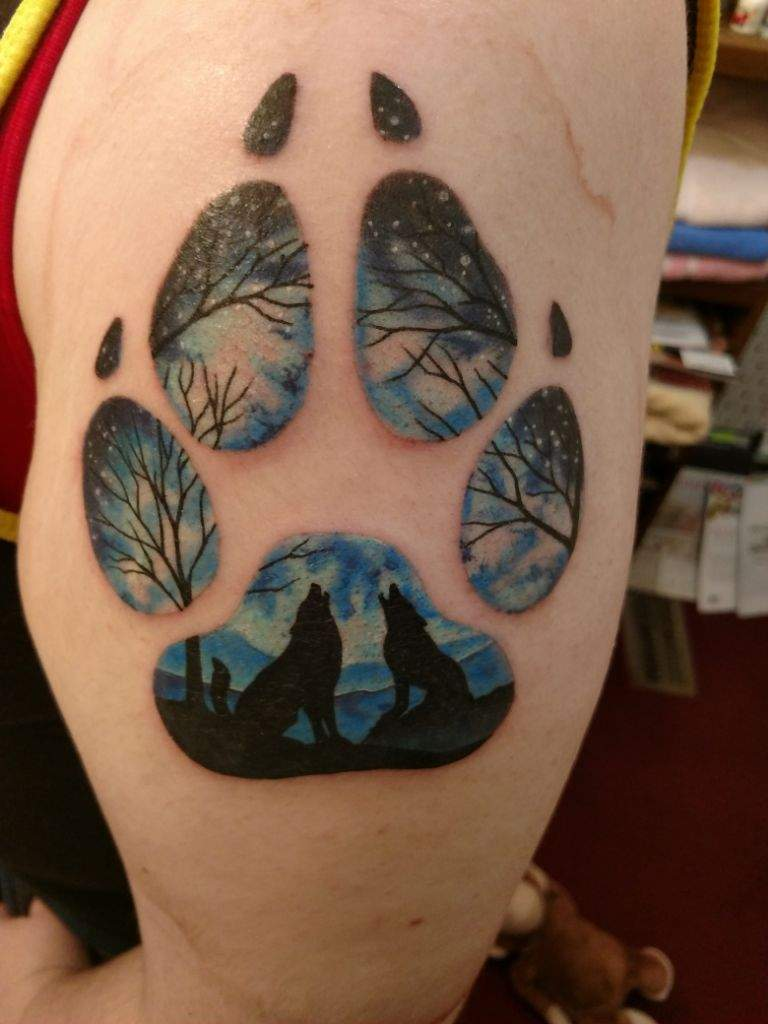 47035affe I've always loved wolves and I always knew my first tattoo would have  something to do with them. I also wanted to have two wolves howling to  represent my ...