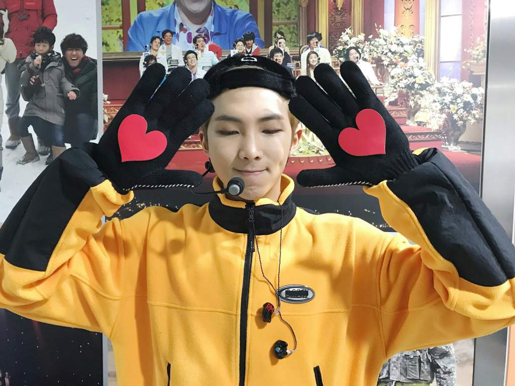 7514607733a2  BANGTAN BOMB  Behind the stage of  고민보다Go  (heart ver.)  2017 MBC 가요대제전 -  BTS (방탄소년단)