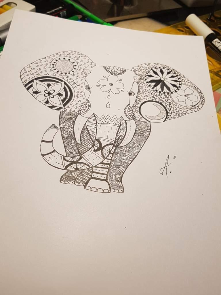Éléphant Mandala (Soleil & Lune) 🐘 | La Cité des Arts Amino