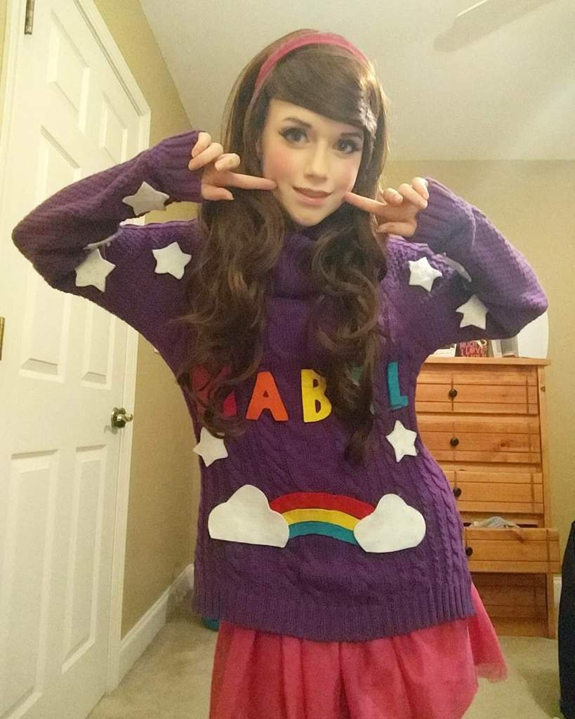 forgot how much i loved my mabel cosplay i havent cosplayed her in a while so here she is