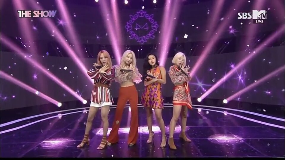GUESS THE KPOP SONG BY STAGE OUTFIT Quiz - By ilaydaoz154