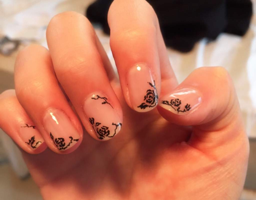Black Roses Nail Art Amino