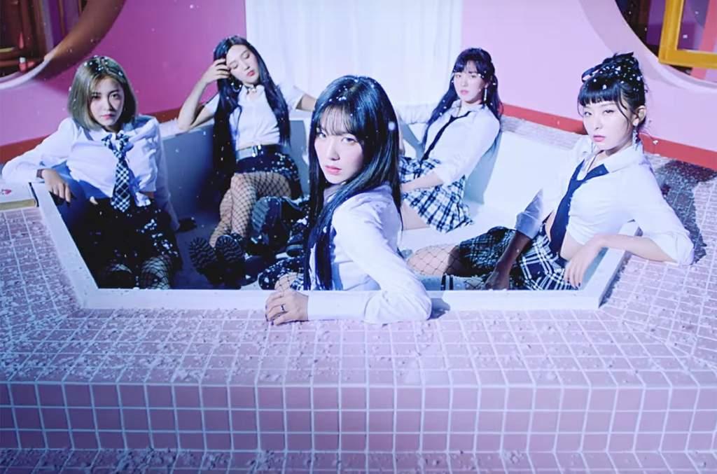 Red Velvet Ice Cream Cake Members Dance Version