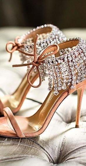 2edd1d2c0 تابعوا في النقاط التالية دليل يساعدك على تنسيق ألوان الأحذية بأناقة مع  ملابسك.