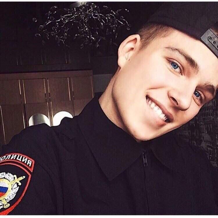 допускаем детскую фото парня в полицейской форме потом потихоньку-помаленьку